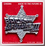 "SUPER PIN'S CINEMA : BLACK TO THE FUTURE III "" Retour Vers Le Futur 3"" Film De Robert Zemeckis 1990 (c) UCS, 3X3,2cm - Films"