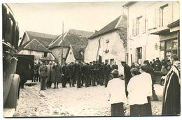 25 - Villers  Sous  Chalamont - Enterrement De 2 Aviateurs   En  1944  ( Carte  Photo  Draglo   éditeur  à  Pontarlier ) - Pontarlier