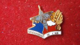 Pin's Gendarmerie De L'Air Avion De Chasse Signé BALLARD - Army