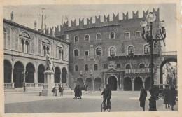 CARTOLINA VIAGGIATA 1933 VERONA PIAZZA DEI SIGNORI CON 20 CENT.GIOCHI UNIVERSITARI (CT769 - Verona