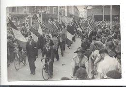 VICHY  , Le 26 Août 1944 - Les 4 Chemins Photo Pierre Compiègne ( WW1 - Libération ) Env. 12 X 18 Cm ( Défauts ) - Oorlog, Militair