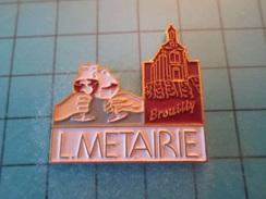 PIN512F Pin's Pins / Belle Qualité Et TB état !!!! :   VIN ROUGE VERRE A VIN L METAIRIE BROUILLY    Marquage Au Dos : - - Beverages