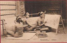Nederlands Indie Indonesie Djokjakarta Batiksters Batik Java Indonesia Ethnic Girls (In Very Good Condition) - Indonésie