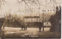 57 - METZ - CARTE PHOTO - ESPLANADE AVEC KIOSQUE ET MILITAIRES - Metz
