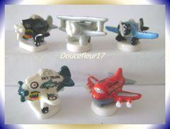 Avions ..Lot De 5 Fèves... Ref AFF : 60-2007..  ( Pan 0039) - Sport