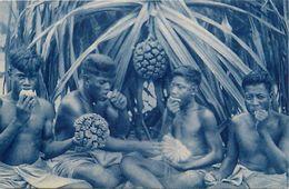 Pays Div-ref L18- Missions D Oceanie - Indigenes Mangeant Le Fruit Du Pandanus - - Ansichtskarten