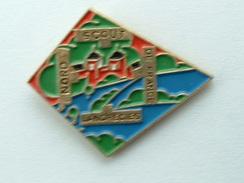 PIN'S SCOUT NORD DE FRANCE - LANDRECIES - Associations
