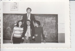 Teenagers On The School - Romania - Nicolae Ceausescu Communist Leader Echte Photo 86/60 Mm - Other