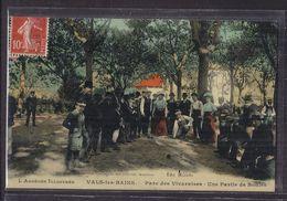 CPA 07 - VALS-LES-BAINS - Parc Des Vivaraises - Une Partie De Boules - GROS PLAN ANIMATION SPORT Pétanque CP Colorisée - Vals Les Bains