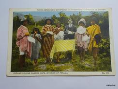 Indios Vendiendo Sombreros De Panama En El Interior De Panama - Panama