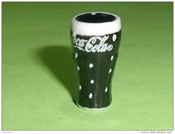 Fèves / Autres / Divers / Alimentation : Coca Cola, 2011   T44 - Charms