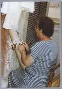 MT.- KANTKLOSSEN. Kantklos Foto Gemaakt Op Malta, September 1990. Kantwerkster. - Beroepen