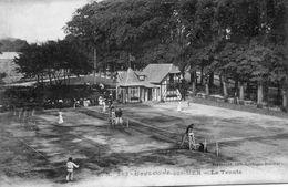 CPA - BOULOGNE-sur-MER (62) - Aspect Des Courts De Tennis Dans Les Années 20 - Boulogne Sur Mer