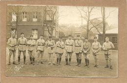 GROUPE DE MILITAIRE  SOUVENIR DE  LA  RHUR   MAI 1924 No  51 Sur  Col Et  Kepis - Régiments