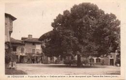 01  PEROUGES  Place De La Halle  - Cadran Solaire - Pérouges
