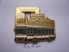 Rare Big Pin S LA DEFENSE LIGNE 73 4 X 4 Cm Tbq - Transportation