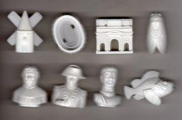 RARE Série Complète 8 Grosses Fèves Plastique Brillant  LA PROVENCE  Napoléon, Titus, Pétrarque, Arène De Nîmes, Moulin - Olds