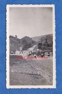 Photo Ancienne - CHEVEUGES Ou CHEHERY ( Ardennes ) - Procession Dans Le Village - Lieux