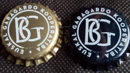 2 Euskal Garagardo Kooperatiba BG Bier Kronkorken Spain 2017 Beer Bottle Caps Chapas Cerveza Tapon Corona Capsules Biere - Beer