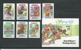MADAGASCAR  Scott 1264-1270, 1271 Yvert 1359-1365, BF96 (7+bloc) ** Cote 8,25 $ 1995 - Madagascar (1960-...)