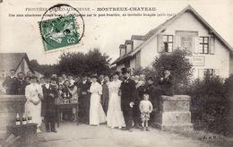 Montreux-Chateau - Une Noce Alsacienne Venant Boire Le Champagne Sur Le Pont-Frontière En Territoire Français (1907) - Otros Municipios