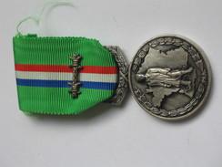 Médaille / Décoration  FNCPG - UNIS COMME AU CAMP   **** EN ACHAT IMMEDIAT **** - Francia