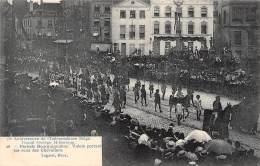 75e Anniversaire De L'Indépendance Belge.  Grand Cortège Historique.  N° 26.  Période Bourguignonne.  Valets Portant L - Feesten En Evenementen