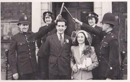 Photo  Format Carte : Policeman Wedding In Leeds    Y E News Photo  Trinity Street Leeds - Places