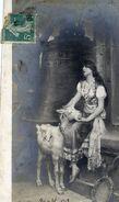 ESMERALDA (avec Sa Chèvre) Dans Les Tours De Notre-Dame De Paris- SALON De 1909 Par Jehanne PARIS - Femmes Célèbres