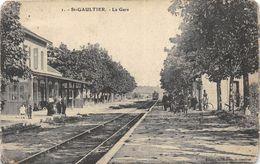 ST GAULTIER LA GARE PAS COURANTE - Gares - Avec Trains