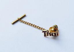Pin's Thai Chainette Attache à Pompe - Badges