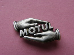 PIN'S   HUILE  MOTUL    -  Automobile, Carburant, Huile    (37) - Badges