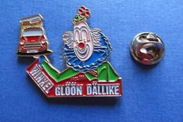 Pin's, Clown, Winkel Glöön Dällike, Suisse, Avec Auto, Limité - Badges