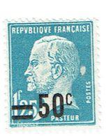 222 Pasteur 1,50 F. Surchargé 50 C. Bleu Tache Derrière La Tête - Errors & Oddities