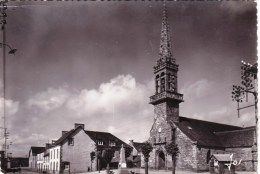 29 - Finistere - CAST -   L Eglise Gothique Et La Place - Monument Aux Morts - France