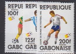 GABON       1982                .     497 / 499           COTE   4 , 45    EUROS         ( S 500 ) - Gabon