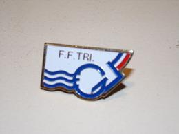 """Pin's """" F.F.TRI """" Fédération Française De Triathlon - Badges"""
