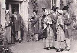 Carte 1955  LA GOULINE / GROUPE FOLKLORIQUE SARTHOIS / EN VISITE (violons) - France