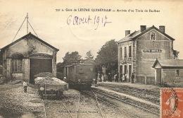 50  LESTRE QUINEVILLE  La Gare  Arrivée D'un Train De Barfleur  1917 - Gares - Avec Trains