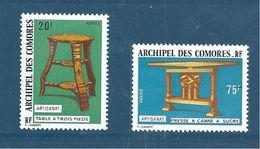 Timbres De Comores  De 1974   N°92 + N°94  Neufs Tres Petite Charnière - Komoren (1950-1975)