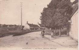 77 - BUTHIERS - La Place Maison Grison - France