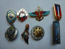 Série De 8 Insignes ( No Pin's ) , Armée Militaire , Arthus Bertrand Pour Editions Atlas - Army