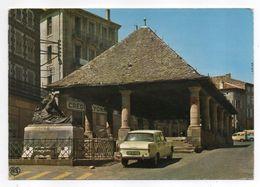 LANGOGNE --La Halle Et Le Monument Aux Morts (belle Voiture Peugeot 404 , Crédit Lyonnais) - Langogne