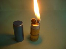 BRIQUET 1950 LIGHTER Feuerzeug ACCENDINO AANSTEKER 打火机 ЛЕГЧЕ ライター; ENCENDEDOR  /////////////// - Unclassified