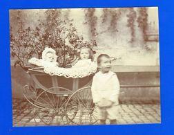 Bébé . Quatre Photographies Anciennes  Sépia  . Bébés Dans Landaus , Dans Baignoire En Zinc , Sur Pots De Chambre - Photographs
