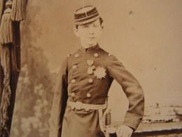 Ancienne Photo Photographie Grande Cdv Soldat Militaire Medaille Decorations A Identifier - Guerre, Militaire