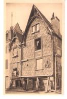 Tours (Indre Et Loire)-Vieille Maison-Place Foire-le-Roi-Maison à Pans De Bois-Pub.Bénédictine Et Cacao Barry  à Droite - Tours