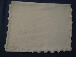 19 - Poche Pour Vêtement De Nuit Brodée, Monogrammée - Bed Sheets