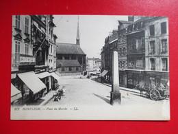 CPA 14 HONFLEUR PLACE DU MARCHE ATTELAGE COMMERCES - Honfleur