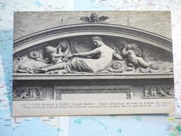 L'Art Décoratif à Paris Figure Allégorique Décorant Le Tympan Du Fronton D'une Fenêtre Du Palais Des Tuileries - France